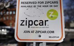 Le groupe américain de location automobile Avis Budget a racheté Zipcar pour un montant d'environ 500 millions de dollars (377 millions d'euros) afin de prendre pied sur le marché de l'autopartage aux Etats-Unis en forte croissance. /Photo prise le 2 janvier 2013/REUTERS/Brian Snyder