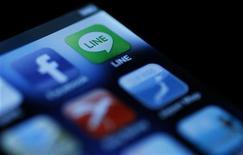 Angry Birds, Instagram y Facebook continúan estando entre las aplicaciones más bajadas del año, si bien las nuevas estrellas también ganaron posiciones codiciadas en los teléfonos inteligentes y tabletas. En la imagen de archivo, varios accesos a aplicaciones en la pantalla de un iPhone. REUTERS/Yuriko Nakao