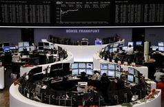 Les Bourses européennes ont débuté l'année sur les chapeaux de roue mercredi, saluant l'accord budgétaire intervenu à Washington. A Paris, l'indice CAC 40 a clôturé en hausse de 2,55% à 3.733,93 points, ce qui le ramène vers ses sommets de juillet 2011. Londres a gagné 2,2%, Francfort 2,19%, Milan 3,81% et Madrid 3,43%. L'indice EuroStoxx 50 a progressé de 2,86%. /Photo prise le 2 janvier 2013/REUTERS/Remote/Joachim Herrmann