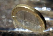 Tesoro: fabbisogno 2012 a 48,5 miliardi da 63,8 in 2011, 3 miliardi sopra previsioni REUTERS/Michaela Rehle