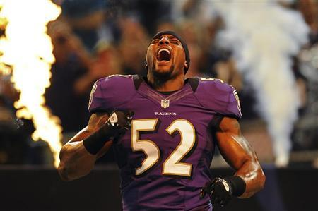 Baltimore Ravens linebacker Ray Lewis is introduced to the crowd before playing the Detroit Lions in a preseason NFL football game in Baltimore, Maryland, August 17, 2012. REUTERS/Patrick Smith