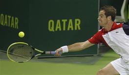 Richard Gasquet, tête de série numéro deux, s'est qualifié mercredi pour les quarts de finale du tournoi de Doha, au Qatar, en s'imposant face au Slovène Grega Zemlja 6-7(7) 6-4 7-6(3). /Photo prise le 2 janvier 2013/REUTERS/Mohammed Dabbous