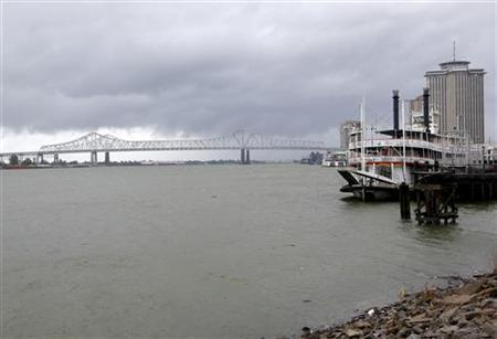 Dark clouds are seen over the Mississippi River as Hurricane Isaac approaches New Orleans, Louisiana, August 28, 2012. REUTERS/Jonathan Bachman