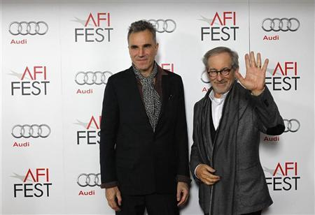 Director of the movie Steven Spielberg (R) and cast member Daniel Day-Lewis pose at the premiere of ''Lincoln'' during the AFI Fest 2012 at the Grauman's Chinese theatre in Hollywood, California November 8, 2012. REUTERS/Mario Anzuoni