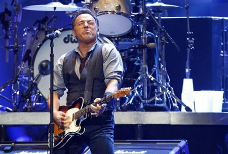Singer Bruce Springsteen performs during the ''12-12-12'' benefit concert for victims of Superstorm Sandy at Madison Square Garden in New York December 12, 2012. REUTERS/Lucas Jackson