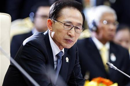 South Korean President Lee Myung-bak attends the 21st ASEAN and East Asia summits in Phnom Penh November 19, 2012. REUTERS/Samrang Pring
