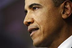Le Président américain Barack Obama a ratifié mercredi l'accord adopté la veille par le Congrès, et qui évite aux Etats-Unis les 600 milliards de dollars de hausses d'impôts et de baisses des dépenses publiques du 'mur budgétaire'. /Photo prise le 1er janvier 2013/REUTERS/Jonathan Ernst