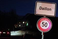 Tres personas murieron y dos resultaron heridas a última hora del miércoles cuando un hombre armado abrió fuego en la localidad suiza de Daillon, dijo el jueves la policía suiza. En la imagen, la entrada de la localidad suiza de Daillon, el 3 de enero de 2013. REUTERS/Denis Balibouse