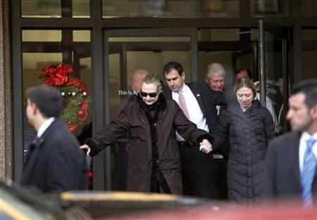 U.S. Secretary of State Hillary Clinton leaves New York Presbyterian Hospital with husband, Bill (top R), and daughter, Chelsea (R), in New York, January 2, 2013. The secretary of state, who has not been seen in public since Dec. 7, briefly left New York-Presbyterian hospital on Wednesday, only to return about 15 minutes later, the New York Daily News reported. The State Department declined to comment on where Clinton may have gone or the status of her hospital stay. She was admitted for treatment of a blood clot in a vein behind her right ear. REUTERS/Joshua Lott (UNITED STATES - Tags: POLITICS)