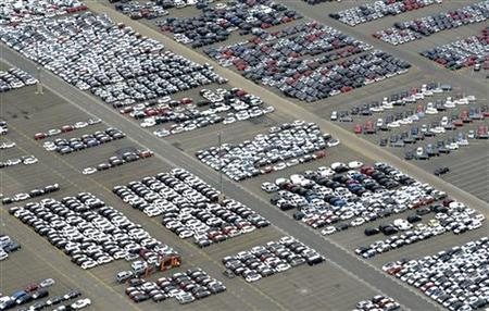 Cars for export stand in a parking area at a shipping terminal in the harbour of the northern German town of Bremerhaven, late October 8, 2012. REUTERS/Fabian Bimmer (GERMANY - Tags: TRANSPORT BUSINESS)