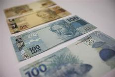 Tesouro Nacional autoriza emissão de quase 15 bilhões de reais em títulos públicos ao BNDES com vencimentos até o ano 2050. 12/12/2010. REUTERS/Ricardo Moraes