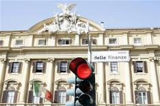 Una vista sul palazzo del Ministero dell'Economia a Roma, 8 ottobre 2008. REUTERS/Alessandro Bianchi