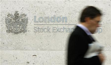 A man walks past the London Stock Exchange in the City of London October 27, 2008. REUTERS/Alessia Pierdomenico