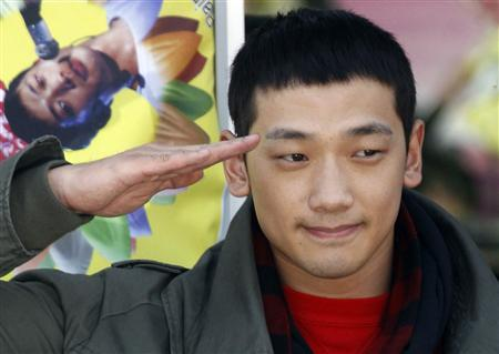 South Korean pop singer Rain salutes his fans before he joins the army in front of an army recruit training centre in Uijeongbu, north of Seoul in this October 11, 2011 file photo. Rain has been given a dressing down for going out with South Korea's sweetheart, Kim Tae-hee, while on compulsory military service - but without his army hat. A spokesman for the Ministry of Defence said on January 3, 2013 that Rain, 30, one of South Korea's best known stars, had admitted the uniform violation. His punishment will be decided next week. REUTERS/Jo Yong-Hak/Files