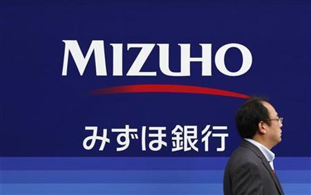 A man walks past a branch of the Mizuho Financial Group in Tokyo November 14, 2012. REUTERS/Yuriko Nakao