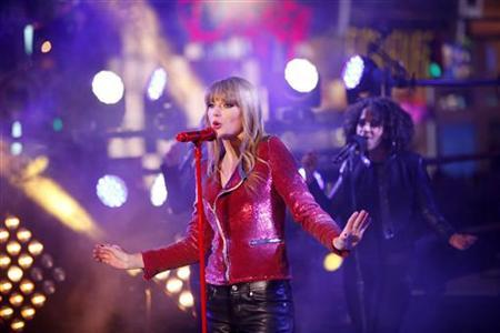 Taylor Swift performs during New Year's Eve celebrations in Times Square in New York, December 31, 2012. REUTERS/Joshua Lott