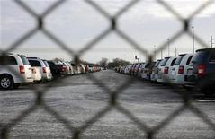 Les constructeurs automobiles ont enregistré une hausse de leurs ventes aux États-Unis de 5% en décembre, une performance légèrement supérieure aux attentes des analystes mais insuffisantes pour empêcher la concurrence japonaise de grignoter des parts de marché. /Photo d'archives/REUTERS/Carlos Barria