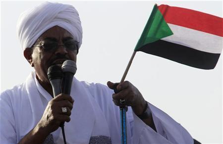 Sudan's President Omar Hassan al-Bashir addresses the crowd after arriving at Khartoum Airport September 28, 2012. REUTERS/Mohamed Nureldin Abdallah