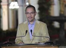Ministro da Comunicação da Venezuela Ernesto Villegas afirmou que o presidente Hugo Chávez enfrenta uma grave infecção pulmonar. 03/01/2013 REUTERS/Miraflores Palace/Handout