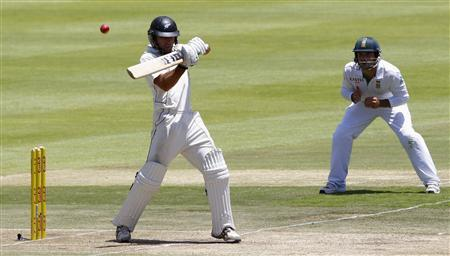 New Zealand's Dean Brownlie plays a shot during the third day of their first cricket Test match against South Africa in Cape Town, January 4, 2013. Behind is South Africa's Faf du Plessis. REUTERS/Mike Hutchings