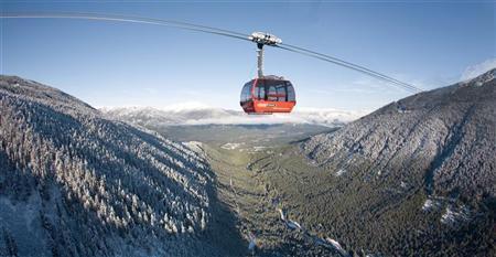 The Peak 2 Peak gondola passes between Whistler and Blackcomb mountains in Whistler, British Columbia December 11, 2008. REUTERS/Andy Clark