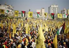 Palestinos participam de manifestação para comemorar os 48 anos da fundação do movimento Fatah, na Cidade de Gaza. Centenas de milhares de palestinos participaram de uma rara manifestação em Gaza do movimento Fatah, do presidente palestino, Mahmoud Abbas, nesta sexta-feira, à medida que diminuem as tensões com os rivais do Hamas, que governam o enclave desde 2007. 04/01/2013 REUTERS/Suhaib Salem