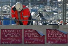 Plus de 12 millions de visiteurs sont attendus en 2013 dans la région de Marseille désignée capitale européenne de la culture, un rendez-vous sur lequel compte la deuxième ville de France pour renforcer son attractivité économique et redorer son image. Le coup d'envoi officiel des festivités sera donné le 12 janvier. /Photo prise le 3 janvier 2013/REUTERS/Jean-Paul Pélissier