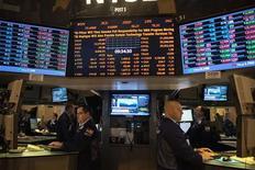 Wall Street a ouvert sur une note prudente vendredi après les chiffres officiels de l'emploi aux Etats-Unis, qui ont montré une hausse du taux de chômage et un léger fléchissement du rythme de la création de postes, nouveau signe de la fragilité de la reprise de l'économie américaine. Après quelques minutes de cotation, le Dow Jones perdait 0,06%, le Standard & Poor's 500 0,01% et le Nasdaq Composite 0,15%. /Photo prise le 3 janvier 2013/REUTERS/Keith Bedford