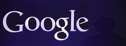 La decisión de los reguladores estadounidenses de cerrar una investigación sobre si Google perjudicó a sus rivales al manipular las búsquedas en Internet no afectará al caso que está realizando la Unión Europea (UE) sobre la compañía. En la imagen de archivo, el logotipo de Google en un acto público. REUTERS/Kim Hong-Ji