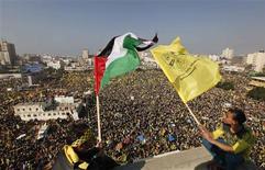 Le président de l'Autorité palestinienne a promis la fin des dissensions avec le Hamas vendredi, au moment où ses partisans défilaient par centaines de milliers dans la bande de Gaza avec la bénédiction du mouvement islamiste qui contrôle l'enclave. /Photo d'archives/REUTERS/Mohammed Salem