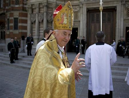 Archbishop Vincent Nichols acknowledges members of the public as he arrives for his installation as the eleventh Archbishop of Westminster at Westminster Cathedral in London May 21, 2009. REUTERS/Kevin Coombs