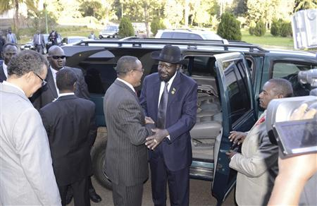 South Sudan's President Salva Kiir (C) shakes hands with Ethiopia's Prime Minister Hailemariam Desalegn as he arrives for talks with leaders from Sudan in the Ethiopian capital Addis Ababa January 4, 2013. Sudan's President Omar Hassan al-Bashir and Kiir are scheduled to hold a summit on Friday aimed at resolving security conflicts between the two countries so as to allow oil exports to resume. REUTERS/Tiksa Negeri