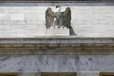 Les économistes de la plupart des grandes institutions financières de Wall Street s'attendent à ce que la Réserve fédérale américaine interrompe d'ici la fin de cette année son programme d'achats d'obligations d'Etat destiné à soutenir l' économie, selon une enquête de Reuters. /Photo d'archives/REUTERS/Yuri Gripas