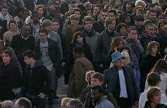 Près de la moitié (49%) des Français se disent confiants quant à leur avenir et celui de leurs proches, selon un sondage Ifop réalisé pour Dimanche Ouest France, ce qui marque une forte progression. /Photo d'archives/REUTERS/Charles Platiau