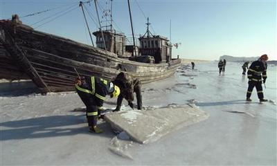 China chills hit 28-year low, trapping ships in ice