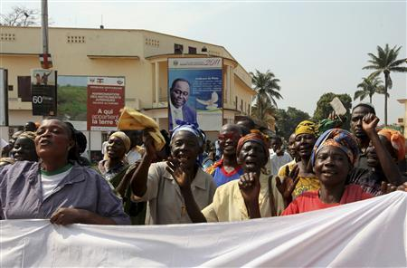 Traders demonstrate near the presidential palace in Bangui January 5, 2013. The U.N. Security Council voiced alarm on Friday at an advance by rebels in Central African Republic that has brought them within striking distance of the mineral-rich nation's capital, and renewed its call for a negotiated solution to the crisis. REUTERS/Luc Gnago