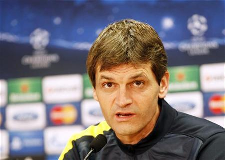 Barcelona's coach Tito Vilanova speaks during a news conference at Joan Gamper training camp, near Barcelona, December 4, 2012. REUTERS/Gustau Nacarino