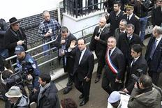 France's President Francois Hollande (L) waves during a visit to a neighborhood which is undergoing renovation in Val-de-Reuil, near Rouen, with city mayor Marc-Antoine Jamet (2ndR), January 5, 2013. REUTERS/Charly Triballeau/Pool (FRANCE - Tags: POLITICS)