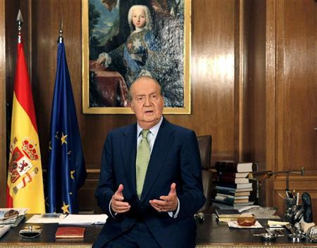 Spanish King Juan Carlos gestures as he speaks during his traditional Christmas message at Zarzuela Palace in Madrid December 24, 2012. REUTERS/Andres Ballesteros/EFE/Pool