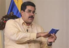 Selon le vice-président vénézuélien Nicolas Maduro (photo), la cérémonie d'investiture d'Hugo Chavez, prévue jeudi prochain, pourra être reportée si le chef de l'Etat ne revient pas à temps de Cuba, où il est hospitalisé pour un cancer. /Photo prise le 4 janvier 2013/REUTERS/Présidence vénézuelienne