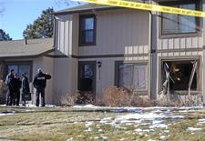 Quatre personnes, dont l'homme armé, ont trouvé samedi la mort à la suite d'une prise d'otages dans un domicile de la localité d'Aurora, dans le Colorado. Les policiers ont abattu le forcené lors de l'assaut des lieux et ont découvert à l'intérieur trois personnes tuées par balle. /Photo prise le 5 janvier 2013/REUTERS/Evan Semon