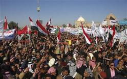 Iraqi Sunni Muslims wave national flags and chant slogans during an anti-government demonstration in Tikrit, 150 km (93 miles) north of Baghdad, January 4, 2013. REUTERS/Bakr al-Azzawi