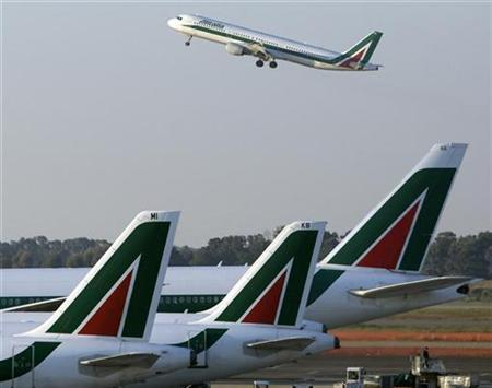 An Alitalia jet takes off over another three parked at Fiumicino airport in Rome December 23, 2008. REUTERS/Chris Helgren/Files