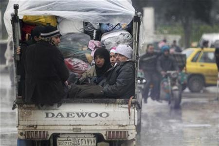 Civilians fleeing from the violence are pictured with their belongings on a vehicle in Aleppo January 5, 2013. REUTERS/Muzaffar Salman (SYRIA - Tags: CONFLICT)