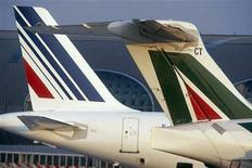 """Le groupe Air France-KLM est en discussions """"avancées"""" en vue d'une prise de contrôle d'ici l'été de la compagnie italienne Alitalia, dont il possède déjà 25%, selon le quotidien romain Il Messaggero, qui ne cite pas ses sources. /Photo d'archives/REUTERS/Air France"""