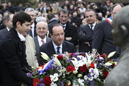 France's President Francois Hollande (C) lays a wreath as he pays his respects in front of a statue of former Socialist party prime minister Pierre Mendes-France in Gaillon, northwestern France, January 5, 2013. REUTERS/Charly Triballeau/Pool
