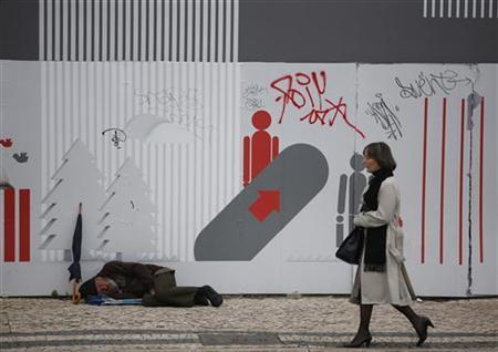 A homeless man sleeps in downtown Lisbon December 19, 2012. REUTERS/Rafael Marchante