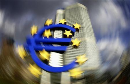 The headquarter of the European Central Bank (ECB) with a large euro sign in front is pictured in Frankfurt, January 13, 2005. UNICS REUTERS/Kai Pfaffenbach