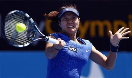 China's Li Na hits a shot during her first round match against Christina McHale of the U.S. at the Sydney International tennis tournament January 7, 2013. REUTERS/David Gray