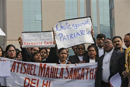 Lawyers shout slogans as they hold placards and a banner during a protest demanding the juducial system act faster against rape outside a district court in New Delhi January 3, 2013. REUTERS/Adnan Abidi (INDIA - Tags: CRIME LAW CIVIL UNREST POLITICS)
